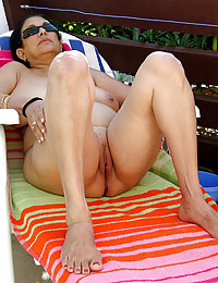 Tasty MILF spreads her legs with a close-up of a big pussy with hairy pussy lips to imitate a stunning orgasm here