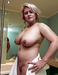Long Legged MILF Top Model Stripping To Show Her Nice Nude Body for All Lovers of Mature Flesh That Boil Blood