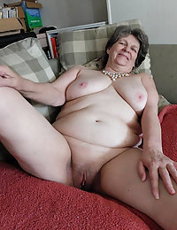 Fat mature meat pounding on BOB's squelching hole