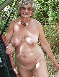 Upskirt older maid getting her bunghole fingered and drilled for a mouthful