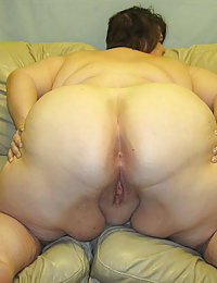 Oldie sucks cock till it covers her face with jizz