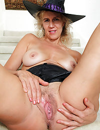 Anal-crazy mommy stretching her asshole making it ready for a meaty pole