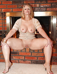 Plump mama blows lucky guy's meaty shlong