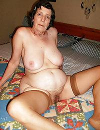 Fat mature beauty inserts corn dildo into her snatch