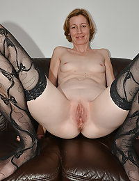 Mature Babe Enjoys Sucking on a Big Thick Dick that Will Soon Fuck Her Lonesome Pussy Tonight