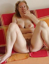Mature food fetish girlie playing nasty with banana