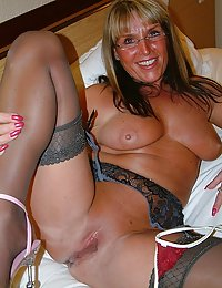 Randy mommy hikes up her skirt and lures a guy into sizzling anal workout