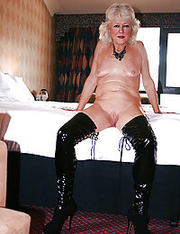 Mature whore gets her juicy holes stretched open
