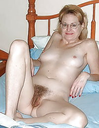 Mature hoochie gets her chocolate hole stretched