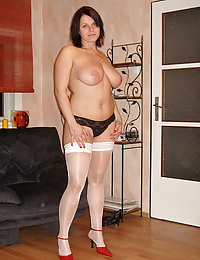 Very Hot European Divorcee Milf Mom Full of Sexual Will Poses All Naked and Spreads her Pussy with Two Hands