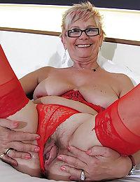 Hot raunchy grandma mastering her oral skills