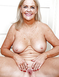 Blonde mature slut showing her body