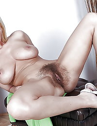 Horny mama takes cock like there ain't no tomorrow
