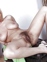 Horny mama takes cock like there ain't no tomorrow
