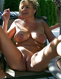 Tasty Mature Mom Is Posing In This XXX Photo Session for a First Time - Nice Healthy Natural Boobs and Fresh Body