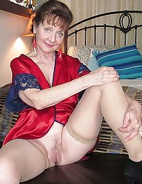 Mature babe gets her asshole loosened with a dildo before a cock slides in