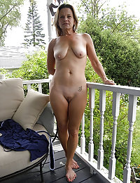 Busty MILF from Europe Showed Us what it is to Self-fuck Her Pussy with a Big Dildo to Enjoy Seeing Her Having an Orgasm
